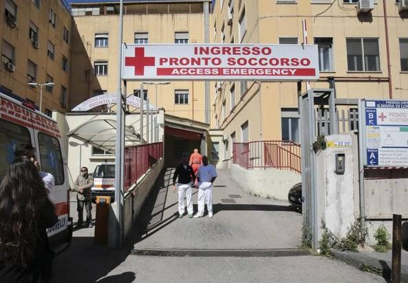 ospedale-loreto-mare-napoli-rubati-registri-falsi-incidenti