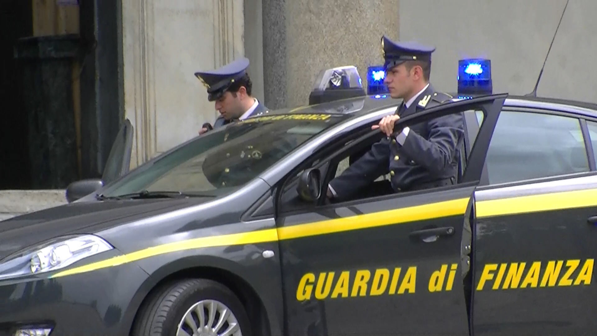Photo of Napoli, arrestate 7 persone vicine al clan Vinella – Grassi
