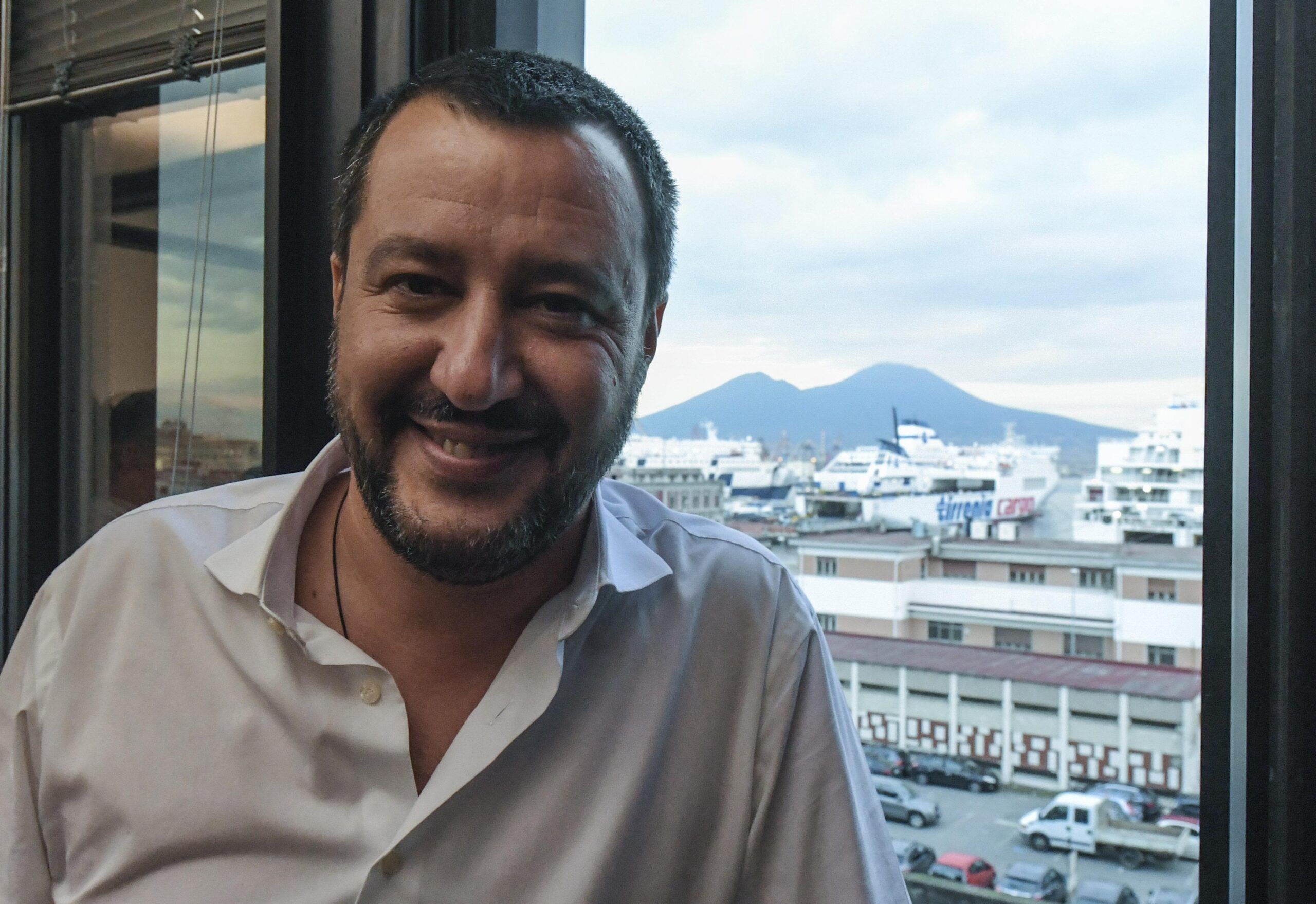 "Photo of Salvini da Napoli: ""Follia le classi divise con pareti di plexiglass"""