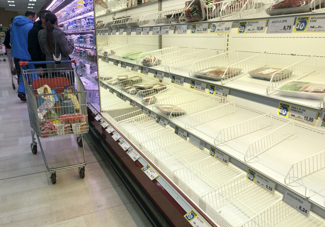 Photo of A Napoli cresce la paura per un nuovo lockdown: assalto ai supermercati