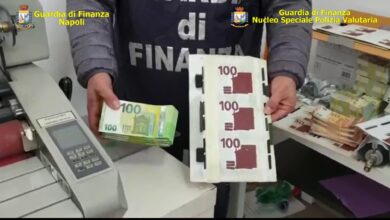 Photo of Napoli, scoperta stamperia di banconote false: arrestati 4 falsari, parenti col reddito di cittadinanza